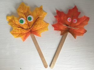 Fall crafts for kids - leaf painting