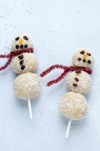 Christmas Snack Ideas for Kids - Looking for some cute Christmas party treat ideas for preschoolers or daycare kids? These easy Christmas snack ideas are awesome for kids and adults! Includes gluten-free Christmas treats and no-bake options! If you need Christmas snacks for kids school, check out these 25 recipes that will wow!